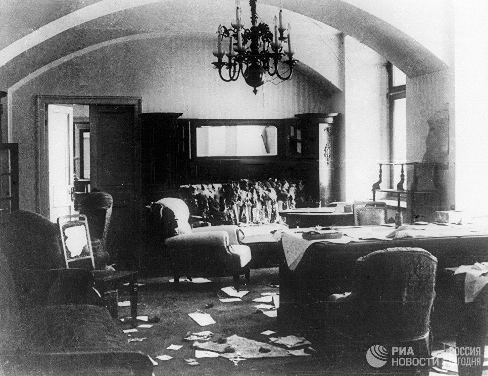 Кабинет Императора России Николая II в Московском Кремле в дни октябрьских боев 1917 года