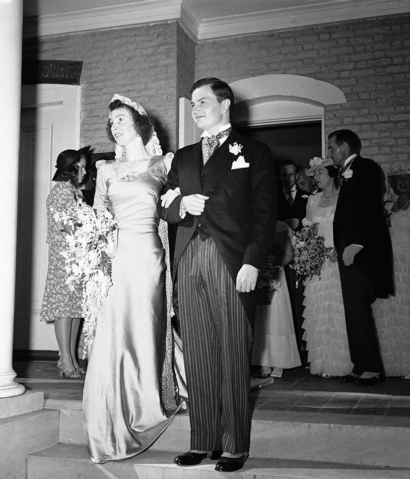 Американский миллиардер Дэвид Рокфеллер и его невеста, бывшая Маргарет Макграф