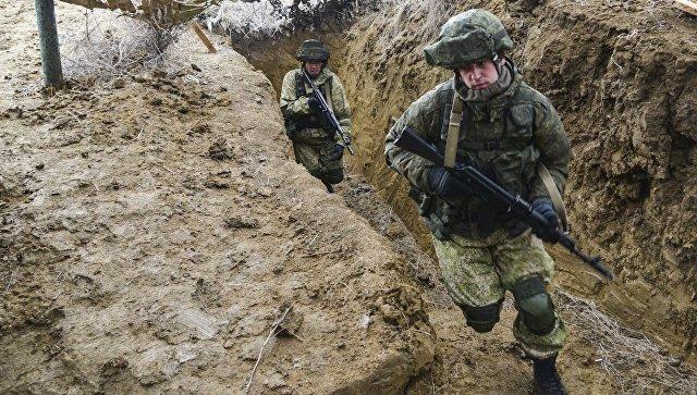 Военнослужащие на учениях ВДВ на полигоне Опук в Крыму. 20 марта 2017