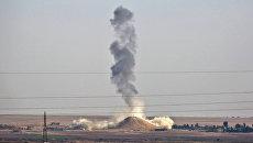 Авиаудар ВВС международной коалиции во главе с США в окрестностях Ракки, Сирия. Архивное фото