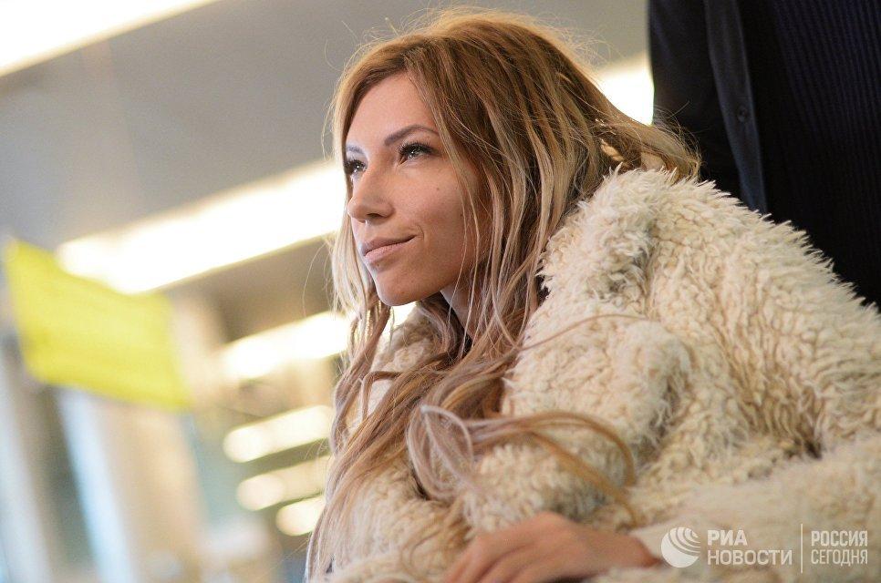 Певица Юлия Самойлова, представитель России на международном песенном конкурсе Евровидение-2017, в аэропорту Шереметьево