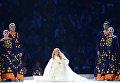 Певица Юлия Самойлова во время выступления на церемонии открытия XI зимних Паралимпийских игр в Сочи