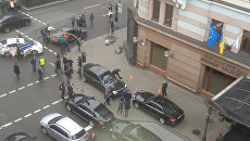 Раненые охранник и киллер - первые минуты после убийства Вороненкова в Киеве