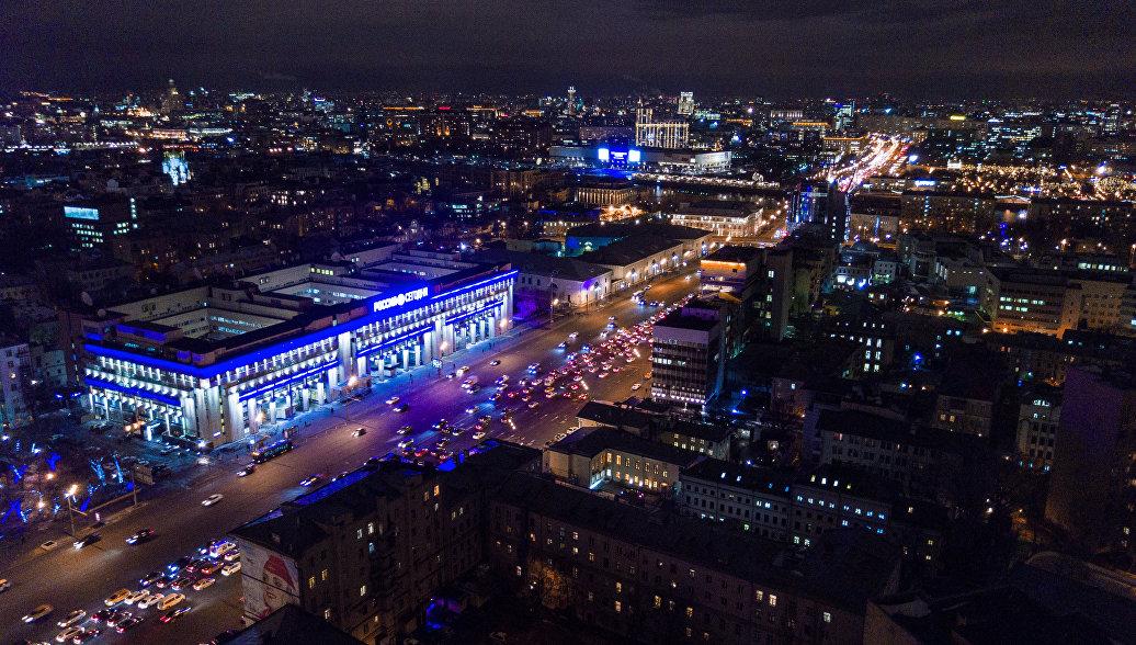 Здание Международного информационного агентства Россия сегодня (слева) на Зубовском бульваре в Москве. Архивное фото