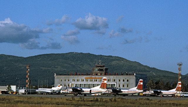 Аэропорт на Сахалине из-за тумана не выпускает и не принимает самолеты