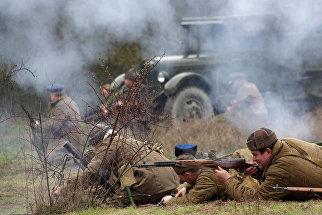 Участники военно-исторического фестиваля Мартыновский овраг – рубеж героев