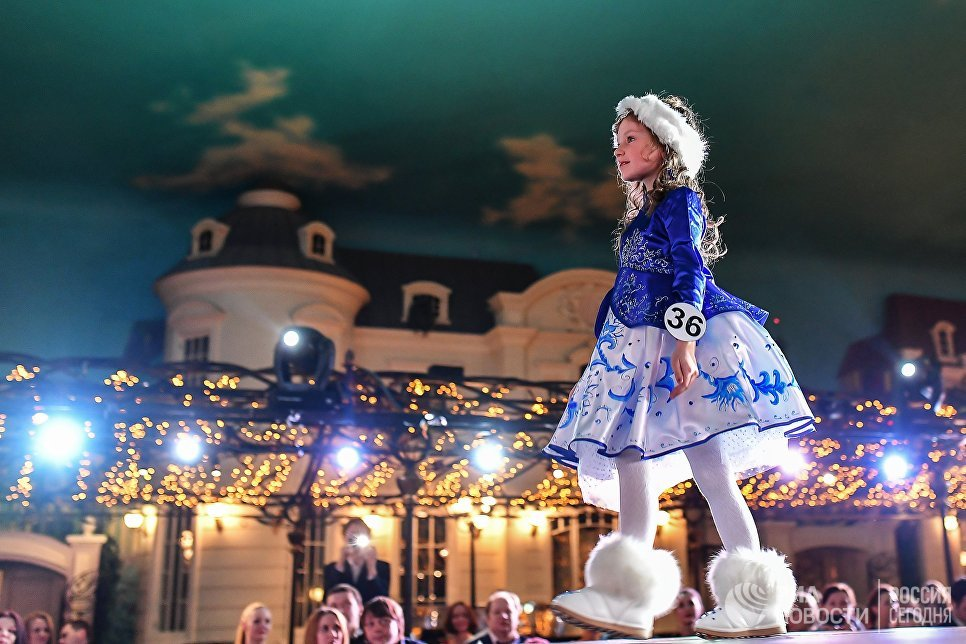 Юная участница на финале Всероссийского конкурса Юная российская красавица 2017