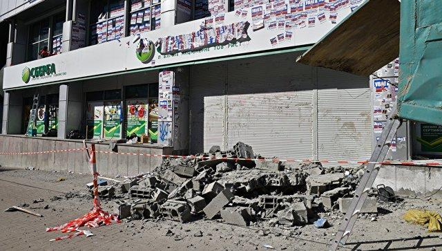 Центральный офис Сбербанка в Киеве, где была разобрана возведенная радикалами стена из бетонных блоков