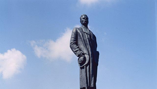 Монумент Максиму Горькому возвратят наплощадь Белорусского вокзала в столицеРФ