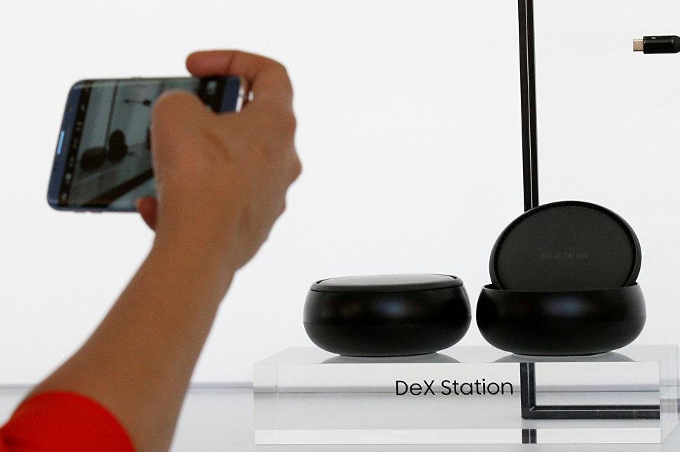 Samsung представила новый аксессуар док-станцию Samsung DeX