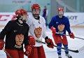 Игроки женской сборной России по хоккею с шайбой на тренировке в Новогорске в Московской области