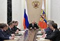 Президент РФ Владимир Путин проводит совещание с постоянными членами Совета безопасности РФ. 31 марта 2017