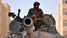 Боевик курдского отряда YPG в городе Эль-Хасаке на северо-востоке Сирии. Архивное фото