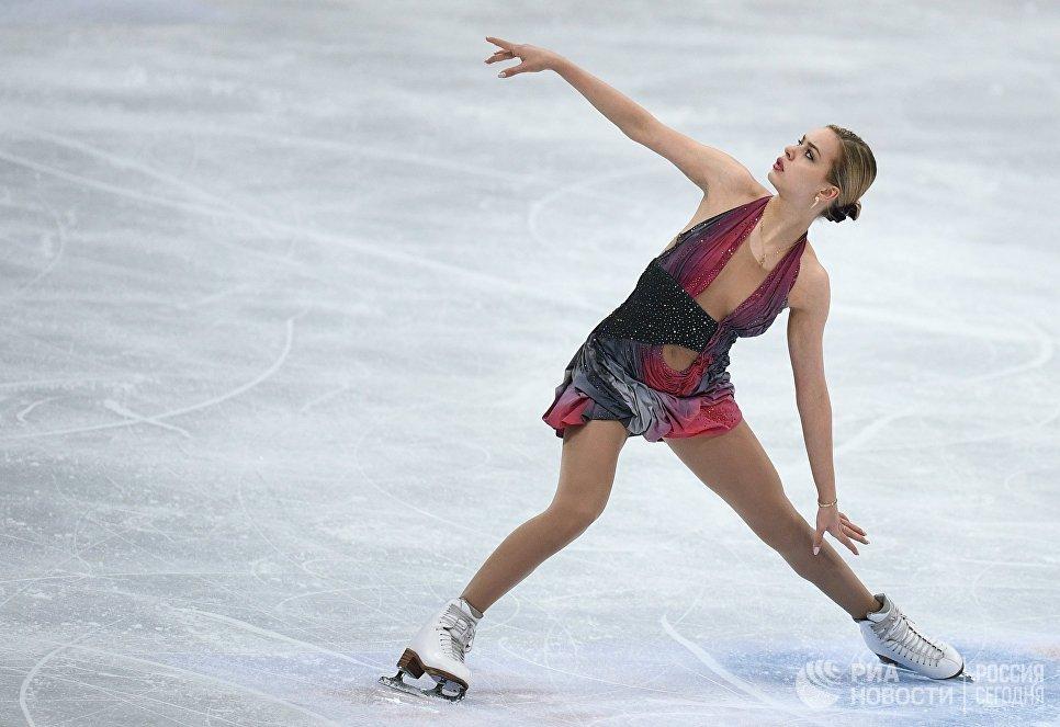 Анна Погорилая выступает в произвольной программе женского одиночного катания на ЧМ по фигурному катанию в Хельсинки