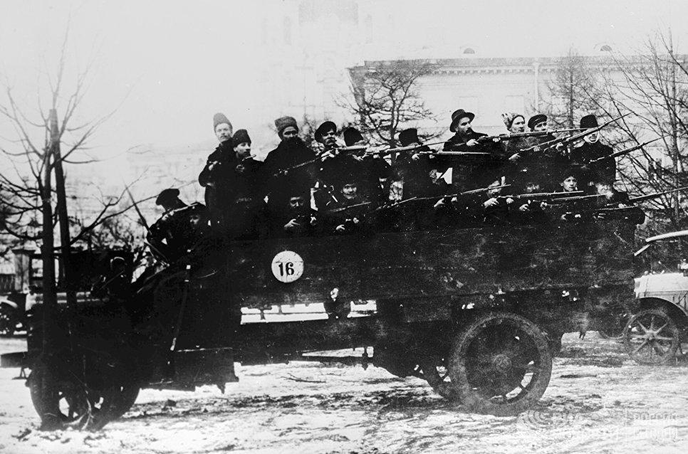 Отряд красногвардейцев. Петроград. 1917 год