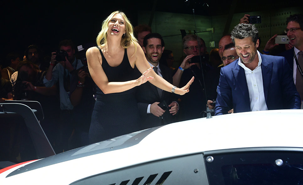 Российская теннисистка Мария Шарапова и американский актера Патрик Демпси на пресс-конференции Automobility LA