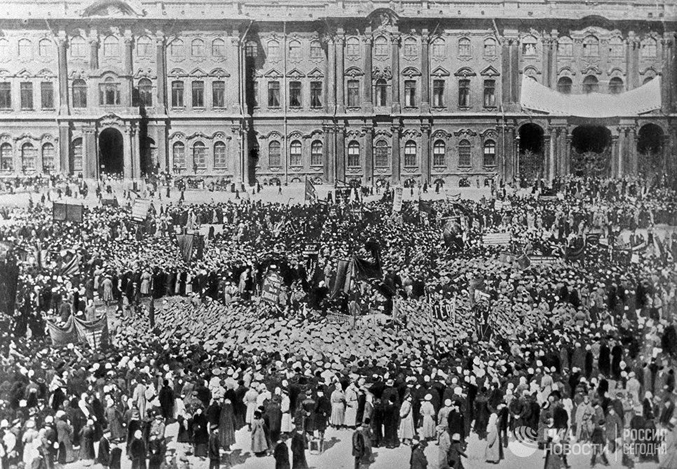 Демонстрация на Дворцовой площади в день празднования 1 Мая 1917 года