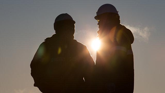 Сотрудники нефтяной компании. Архивное фото