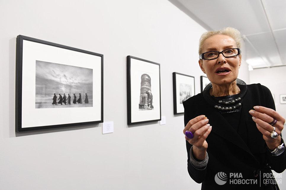 Директор Мультимедиа Арт Музея Ольга Свиблова на открытии фотовыставки Евгений Халдей. Ретроспектива
