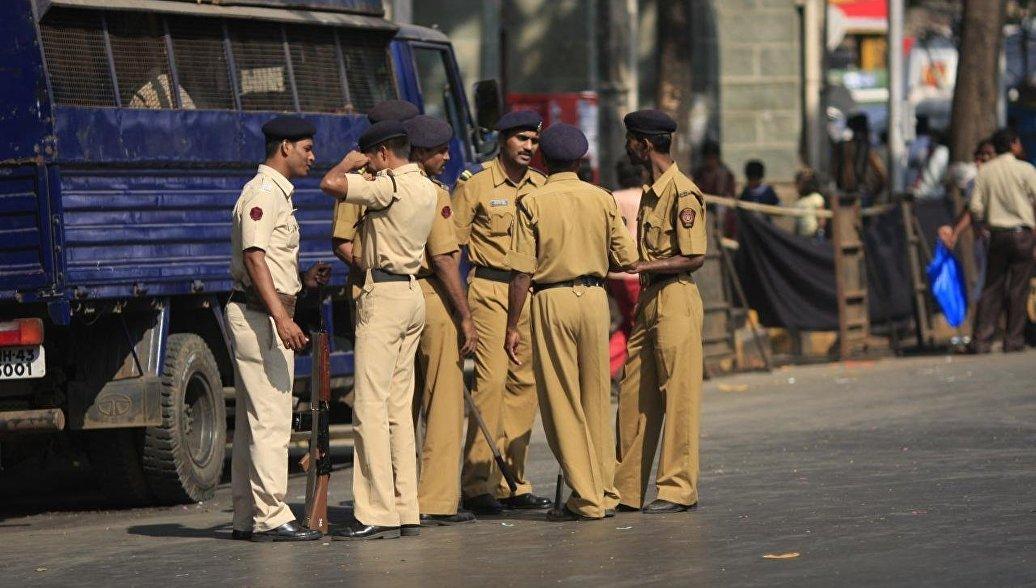 Полиция Индии разошлет SMS с предупреждением 600 тысячам насильников