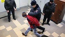 Подозреваемый в соучастии теракта в петербургском метро после заседания в Октябрьском районном суде Санкт-Петербурга. Архивное фото