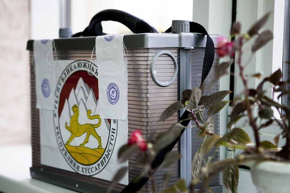 ЦИК: Бибилов лидирует навыборах президента Южной Осетии