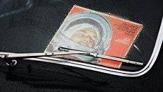 Карточка с фотографией космонавта Юрия Гагарина. Архивное фото