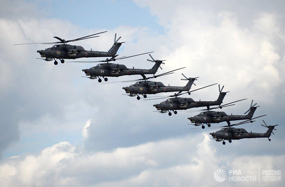 Выступление пилотажной группы Беркут на вертолетах Ми-28Н Ночной охотник на всероссийском этапе международного конкурса Авиадартс-2015 в Рязанской области