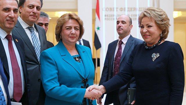Председатель Совета Федерации РФ Валентина Матвиенко (справа) и глава парламента Сирии Хадия Аль-Аббас во время встречи. 11 апреля 2017