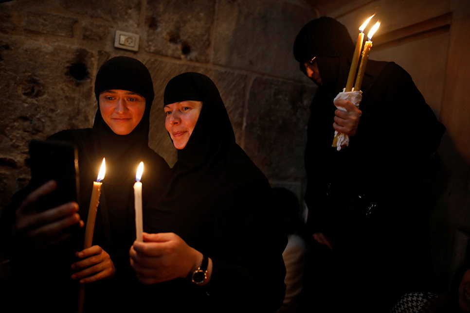 Путин иМедведев посетили пасхальное богослужение в монастыре Христа Спасителя