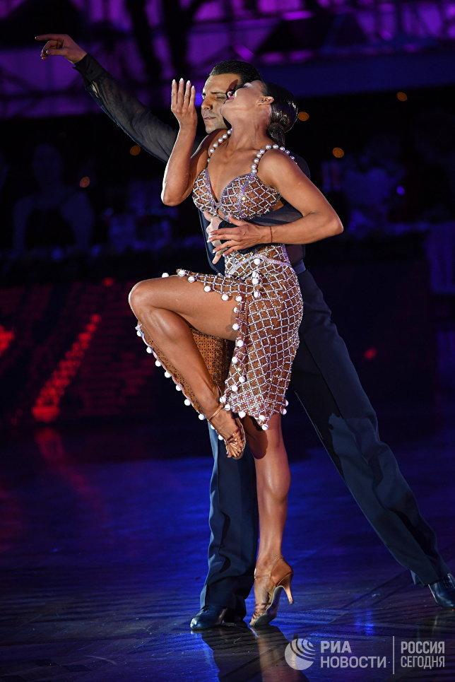 Дорин Фрикатану и Марина Сергеева (Молдавия) выступают на чемпионате Европы по латиноамериканским танцам в Москве