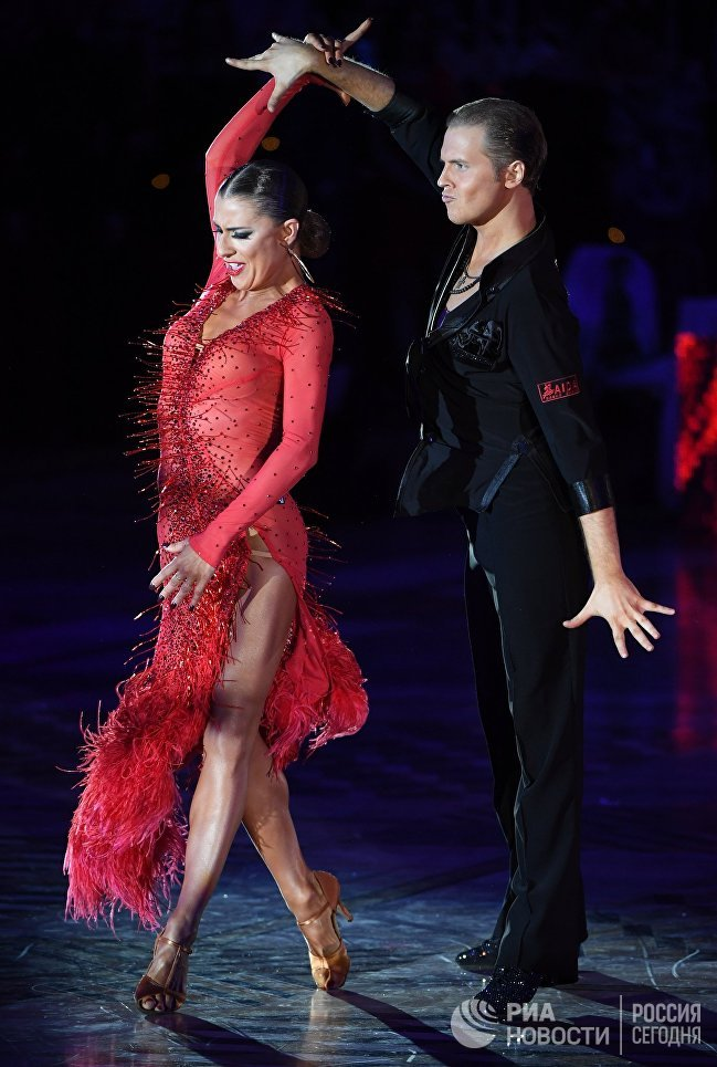 Никита Бровко и Ольга Урумова (Россия) выступают на чемпионате Европы по латиноамериканским танцам в Москве