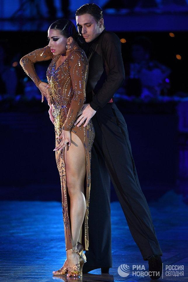 Кирилл Белоруков и Полина Телешова (Россия) выступают на чемпионате Европы по латиноамериканским танцам в Москве