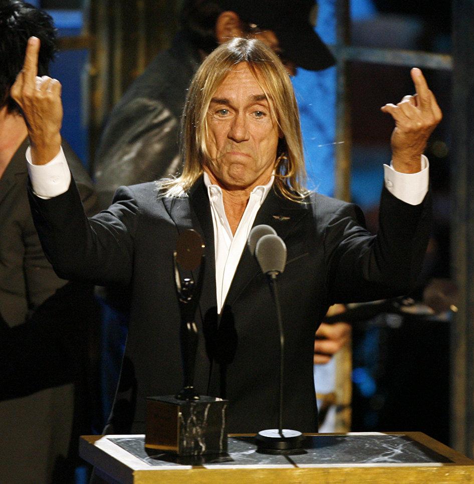Американский певец Игги Поп во время церемонии открытия Зала славы рок-н-ролла в Нью-Йорке