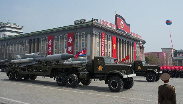 Зенитно-ракетные комплексы (ЗРК) С-200 во время парада, приуроченного к 105-й годовщине со дня рождения Ким Ир Сена, в КНДР. Архивное фото