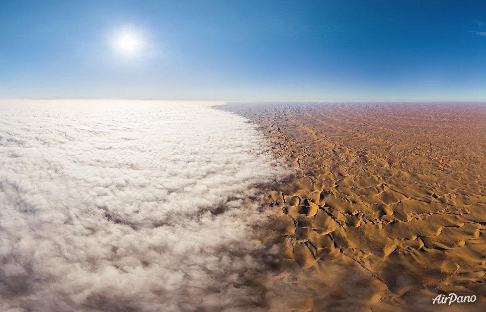 Туман над пустыней Намиб, Африка