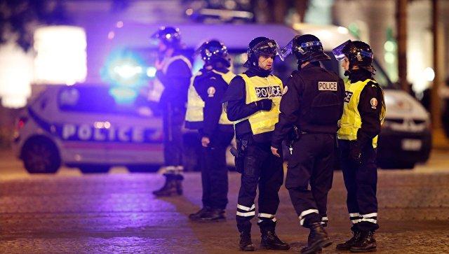 Один полицейский убит, один получил ранения— Стрельба встолице франции