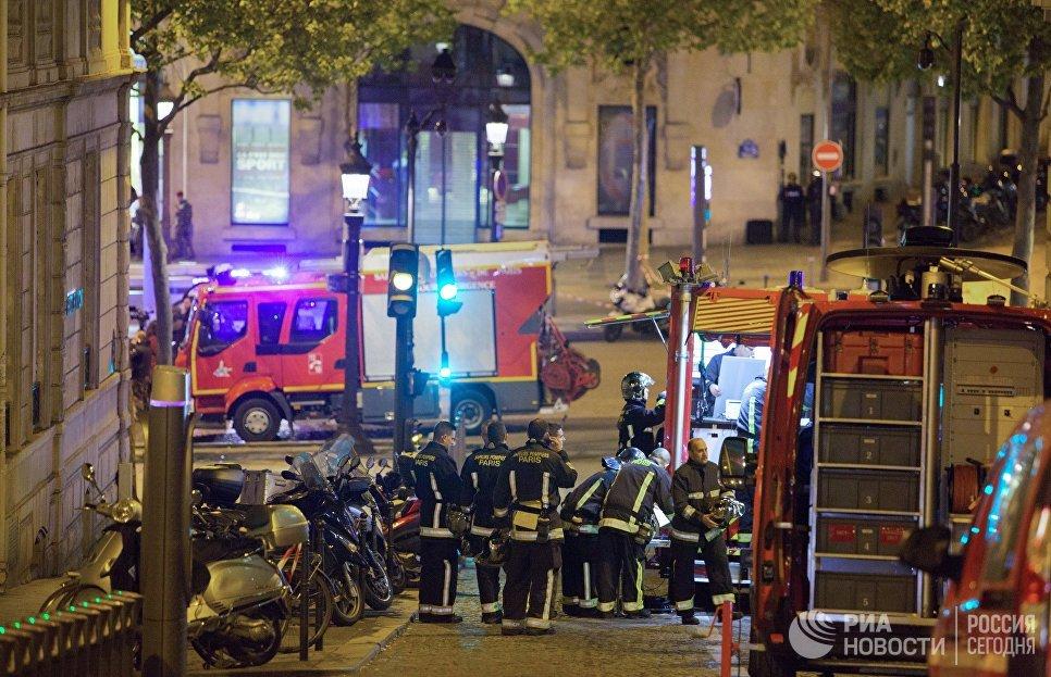 Вжилище напавшего наполицейских встолице франции прошли обыски