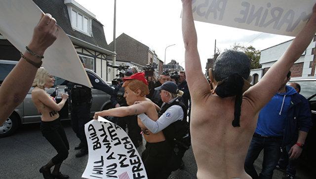 Активисток Femen поймала милиция рядом сизбирательным участком ЛеПен