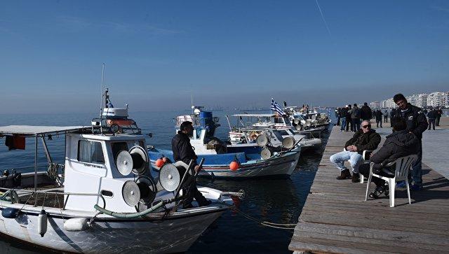 Рыбаки в Салониках, Греция. Архивное фото