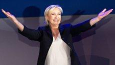 Лидер политической партии Франции Национальный фронт, кандидат в президенты Франции Марин Ле Пен во время пресс-конференции по итогам первого тура президентских выборов во Франции. 23 апреля 2017 года