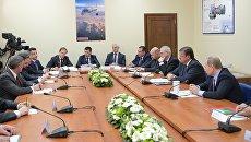 Президент России Владимир Путин проводит встречу с представителями деловых кругов Ярославской области