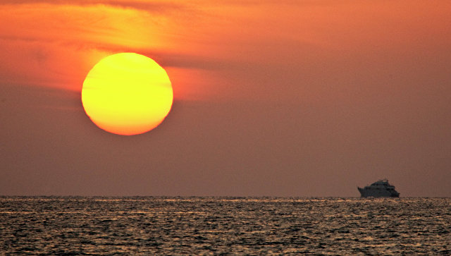Восход солнца на Красном море, Египет. Архивное фото.