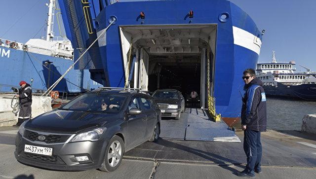 На Керченской переправе из-за шторма скопилось более двух тысяч машин