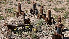 Остатки боеприпасов на окраине сирийского города Дейр-эз-Зор. Архивное фото