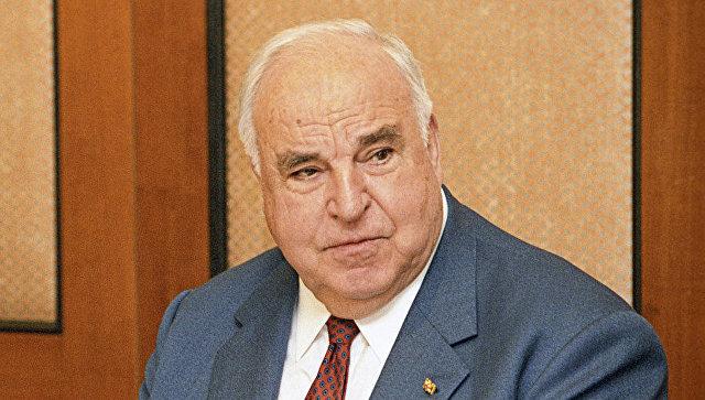 Экс-канцлер ФРГ получит млн. евро компенсации отсвоего биографа
