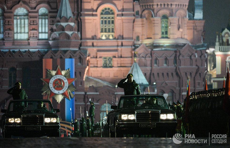 Автомобиль министра обороны РФ на репетиции парада Победы на Красной площади