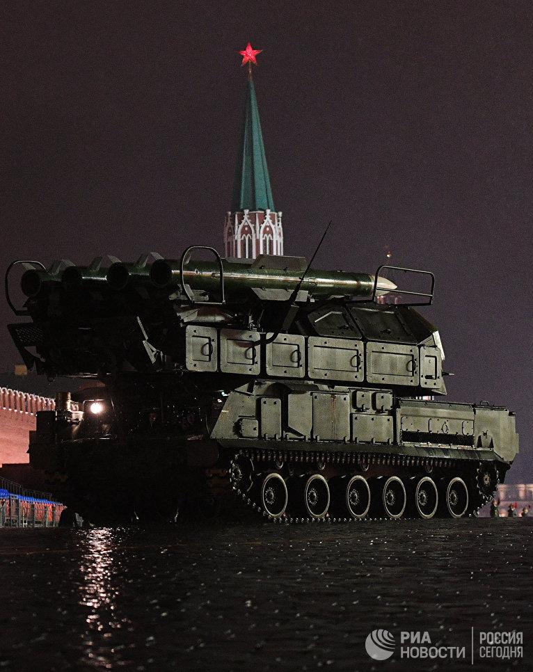 Зенитно-ракетный комплекс БУК-М2 на репетиции парада Победы на Красной площади