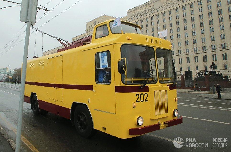 Грузовой троллейбус КТГ во время праздника московского троллейбуса