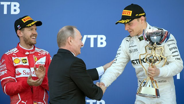 Пилот Феррари Феттель одержал победу квалификацию Гран-при Российской Федерации